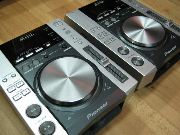 Buy 2X Pioneer CDJ-2000 Turntable & 1x DJM-2000 Mixer Package
