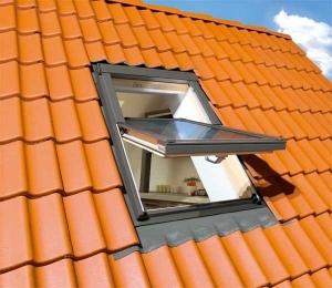 Buy FTP-V U3 01 size: 55x78cm PINE finish centre pivot window - Fakro roof windows