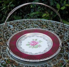 Red and gold single plate stand with carry handle