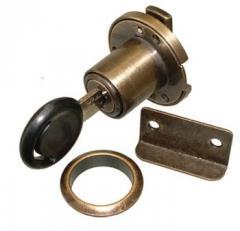Flap or hinged door lock / differ