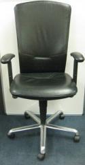 Кожаный стул