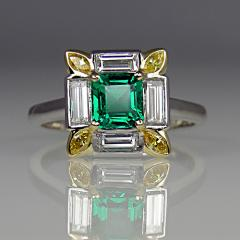 Emerald, white and yellow diamond ring