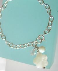 Mother of pearl flower bracelet