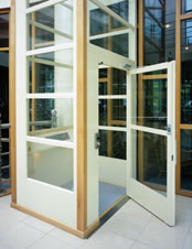 MC2000 Self Contained Platform Lift