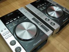 2X Pioneer CDJ-2000 Turntable & 1x