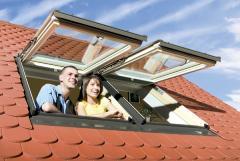 FPP-V U3 02 55x98cm TOP HUNG and CENTRE PIVOT roof window FAKRO